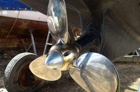 Folding Propellers vs Feathering Propellers