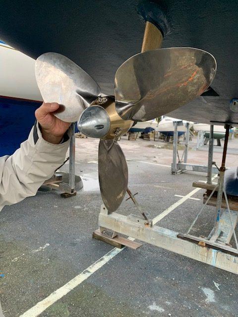Jeanneau 40.3 – 3B FeatherStream propeller